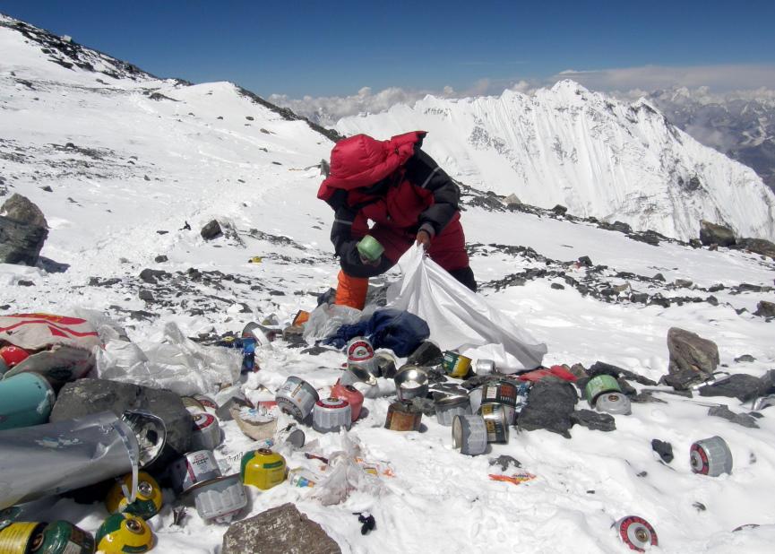 Trash at Mt Everest Image